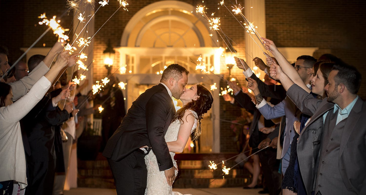 Wedding couple kissing during sparkles sendoff | Wedding photographer Raleigh NC