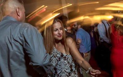 8 tips for hiring a wedding DJ! | Wedding photographer Raleigh NC