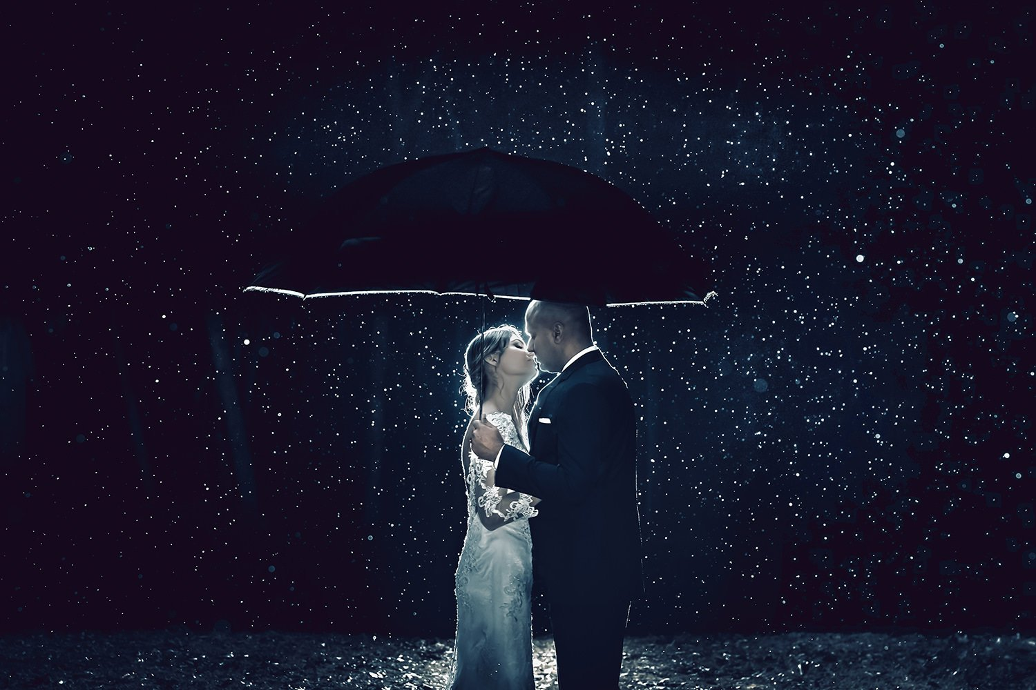 wedding-photographer-couple-rain.jpg