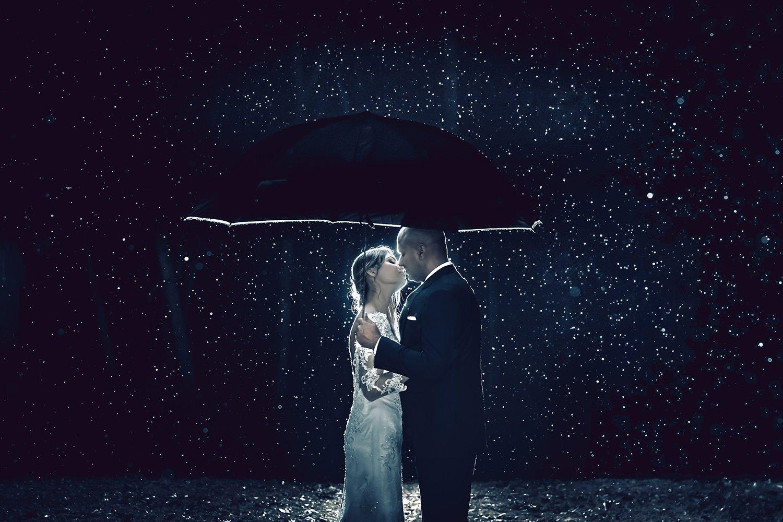 wedding-photographer-couple-rain.jpg